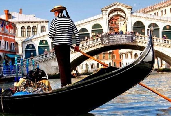 «Золотой обед» японских туристов вВенеции вызвал скандал